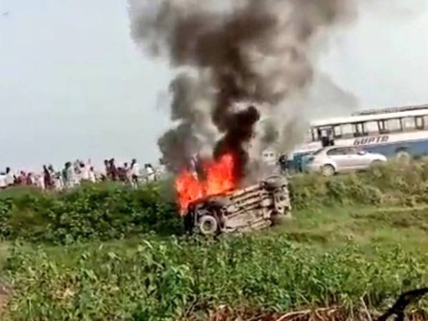 किसान आंदोलन के दौरान चार लोगों के गाड़ी से कुचल जाने के बाद हिंसा भड़की थी।