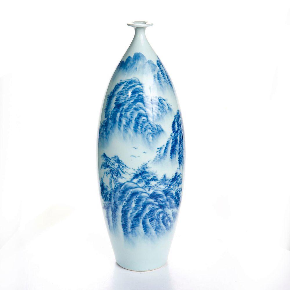 JAPANESE MEIJI PERIOD SIGNED KATO BLUE & WHITE VASE