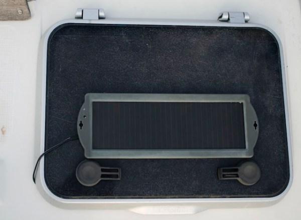 Маленькая солнечная панель для пополнения батарей