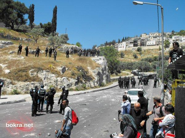 سلوان: تكسير باصين لإيجد وسيارات للمستوطنين خلال تشييع الشهيد سرحان