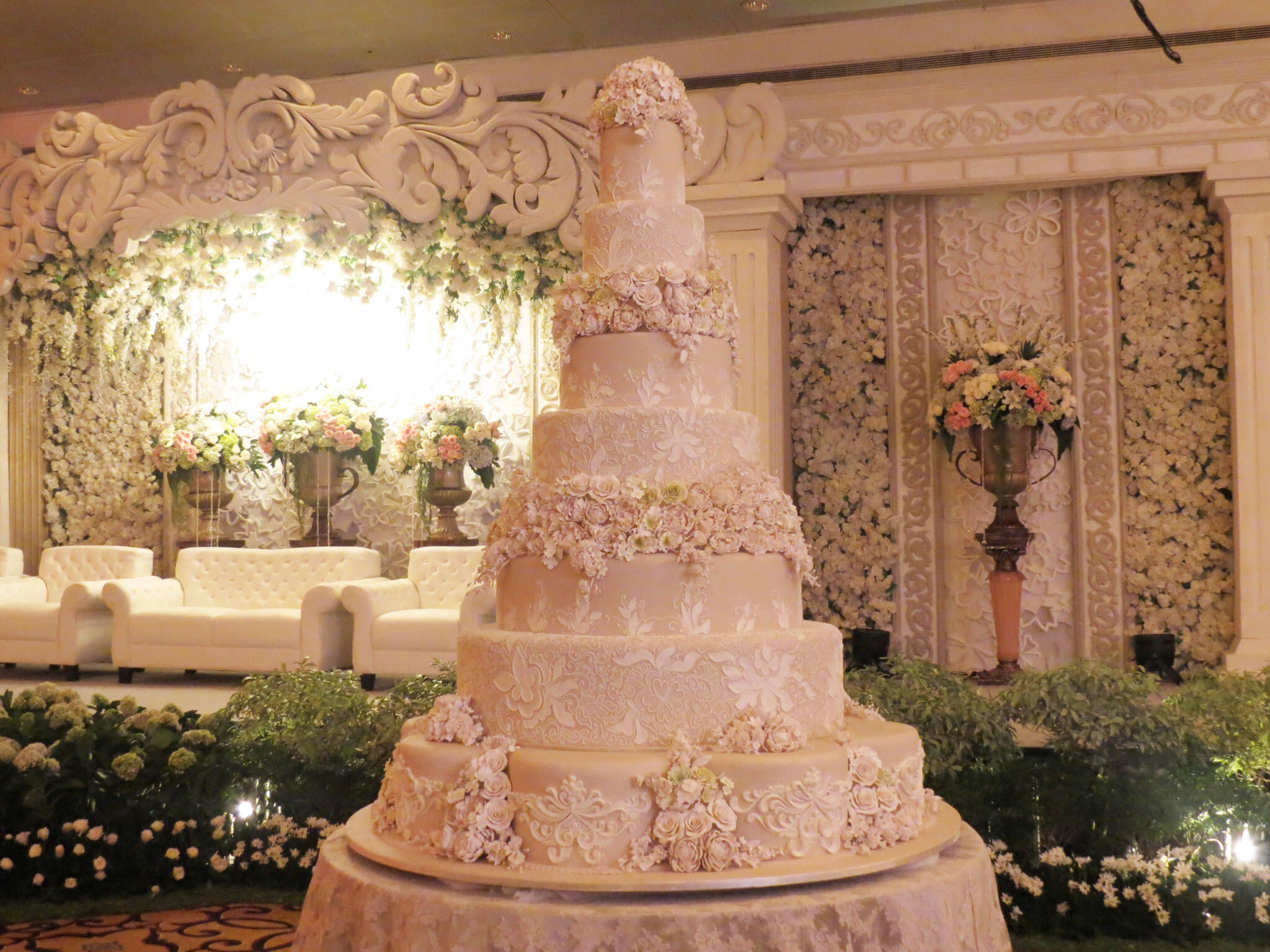 Wedding Cake 101  An Introduction to Wedding Cakes   Bridestory Blog Starting prices are Rp 3 800 000 for three tier cakes  Rp 6 000 000 for  five tier cakes  and Rp 8 500 000 for seven tier cakes