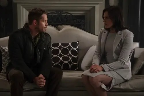 Once-Upon-a-Time-4x01-A-Tale-of-Two-Sisters-Robin-Hood-and-Regina-Talking-in-Reginas-Office1.jpg