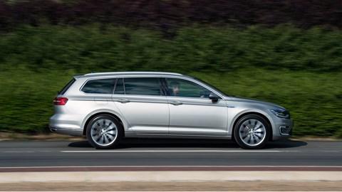 Slick suit, sober vibe: it's the 2016 VW Passat
