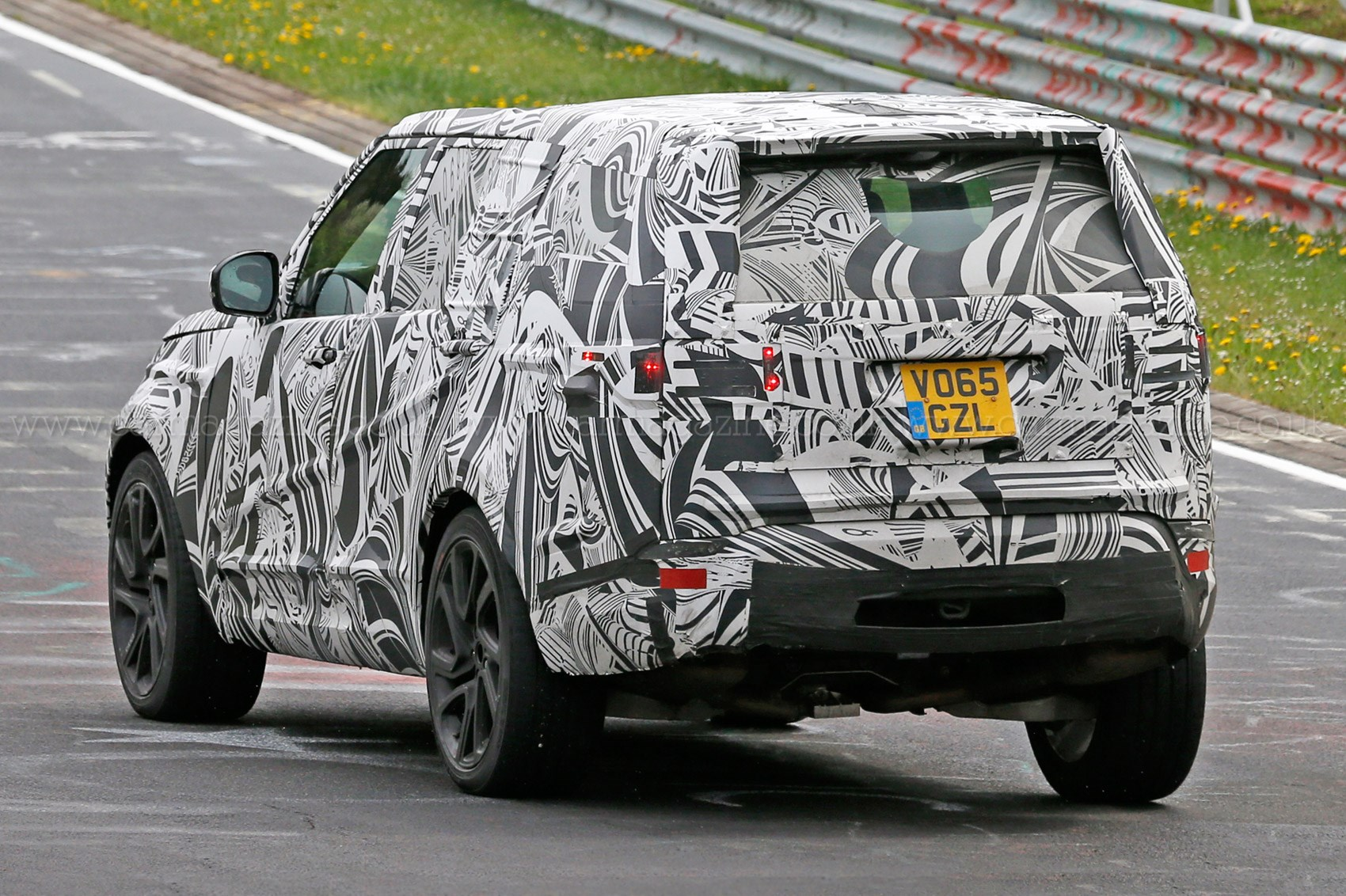 A new Discovery Land Rover s 2016 Disco spied plus info on next