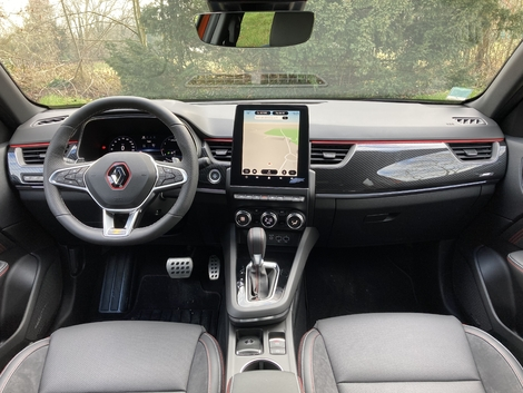 The Arkana's dashboard is very similar to that of the Captur. The quality is good and the quality is there.