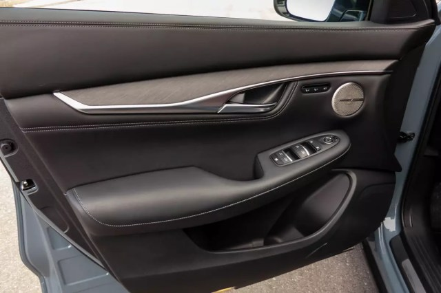 infiniti-qx55-sensorisch-awd-2022-22-front row - interior.jpg