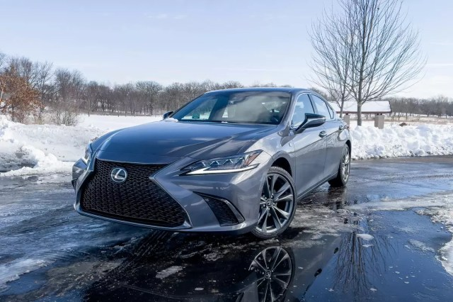 lexus-es-250-awd-f-sport-2021-02-angle - outside - front - gray-.jpg