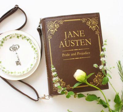 I grandi classici della letteratura diventano delle graziose borse