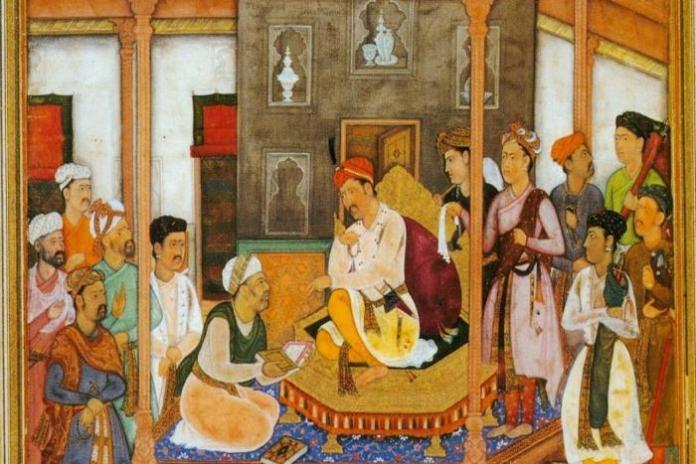 मुग़ल बादशाह अकबर ने कराया था महाभारत का फारसी अनुवाद