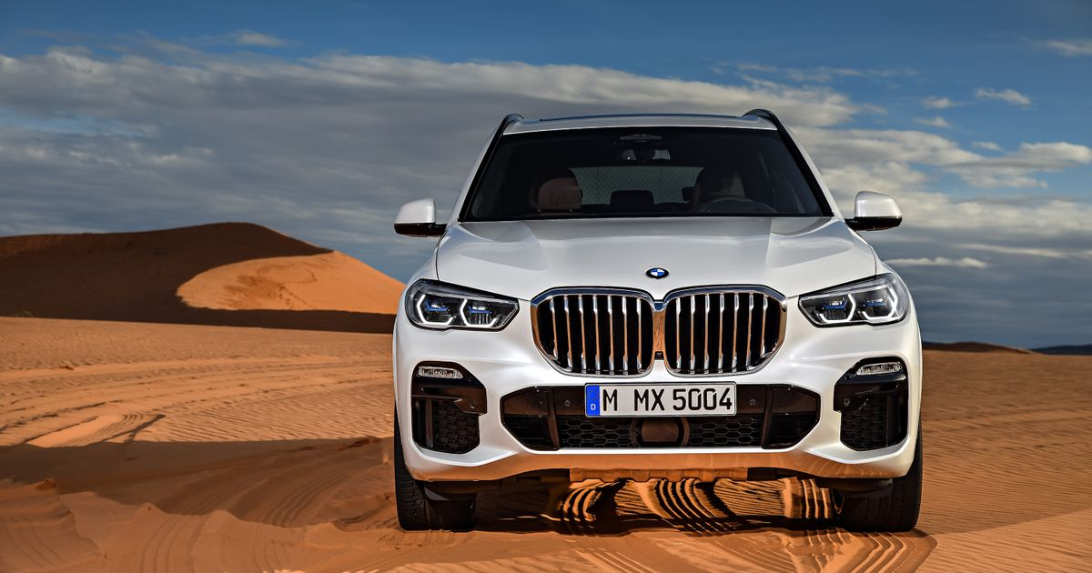 Man Mounting Huge Bmw Front Grille Photoshopped Starecat Com