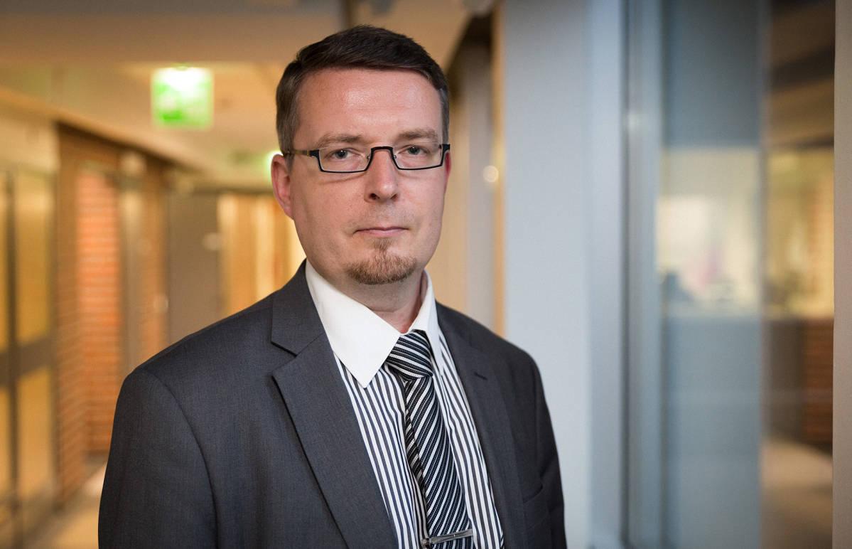 Julkisoikeuden professori Tomi Voutilainen