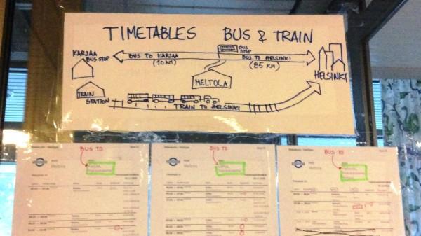 En bild med information om tåg och bussar från Mjölbolsta i Karis, busstidtabeller.