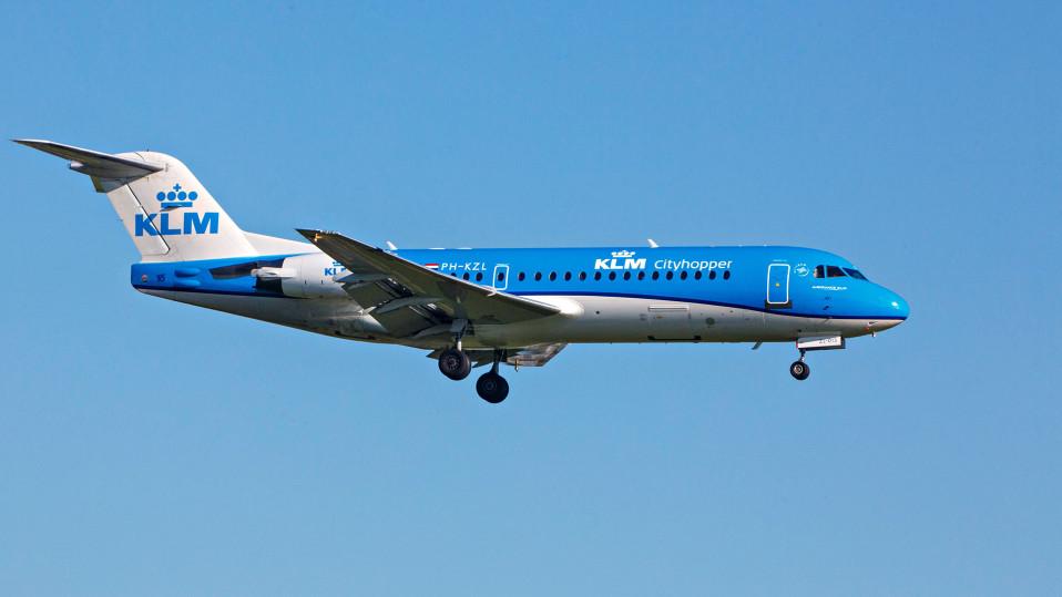 Hollantilainen Fokker 70 -matkustajakone.