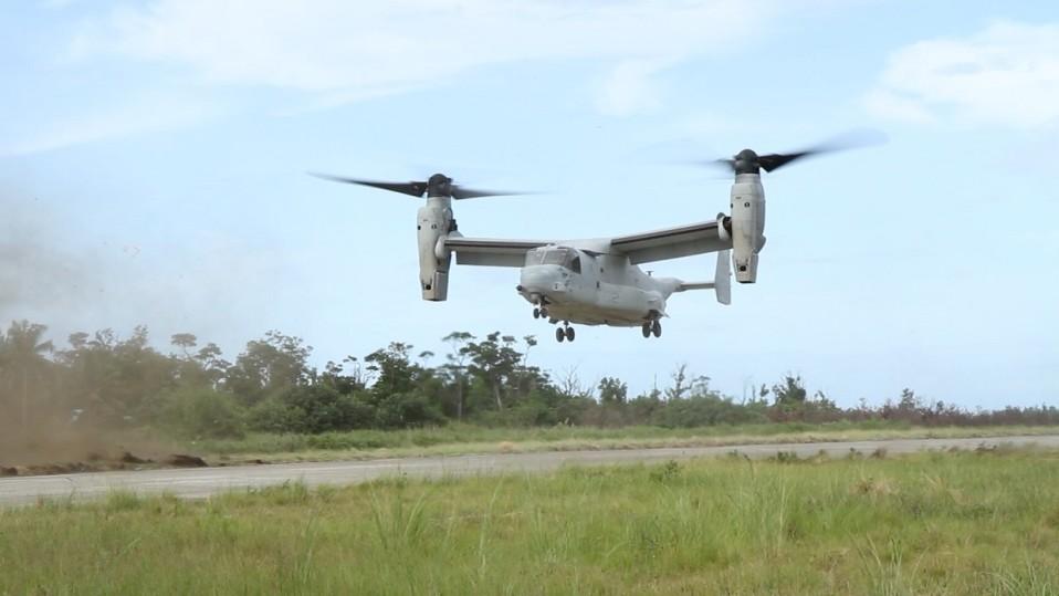 Sotilaskone tukee sotilaiden maihinnousua Balikatan-sotaharjoituksessa.