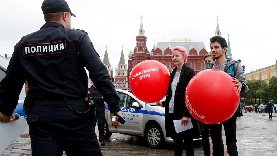 Oppositiojohtaja Aleksei Navalnyin kannattajat kampanjoivat Moskovassa 8. heinäkuuta.