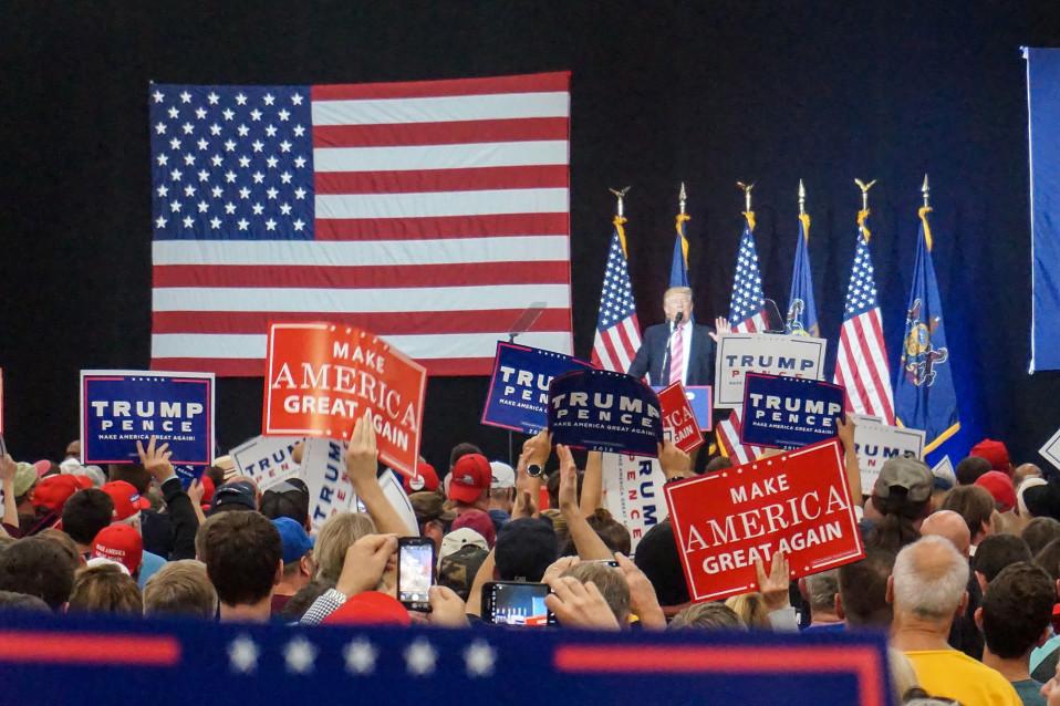 Trump veti vaalitilaisuudessaan Manheimissa Lancasterissa lokakuussa 2016 salin täyteen väkeä.