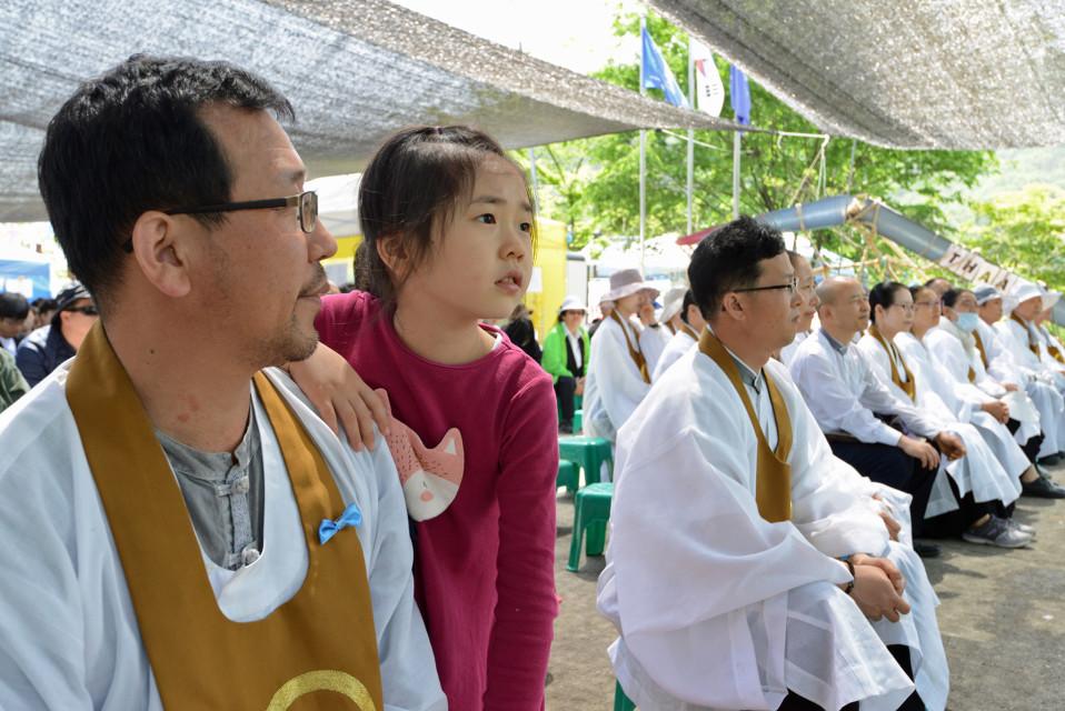 Won-buddhalaisuutta edustavat munkit toimivat aktiivisesti ohjuksia vastustavassa liikkeessä.