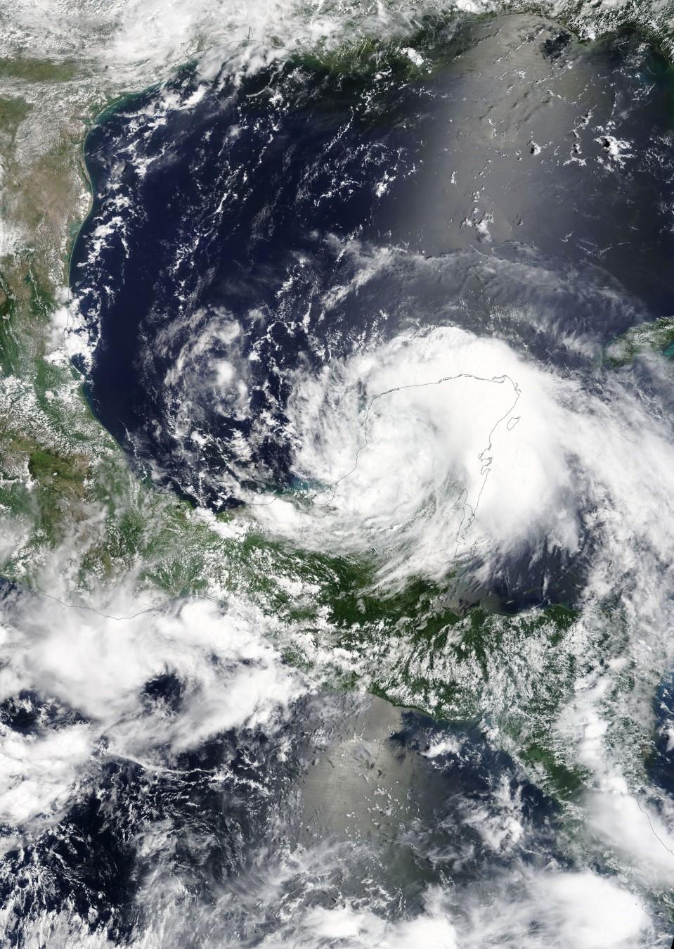 NASA:n julkaisema satelliittikuva trooppisesta myrskystä Franklinistä.