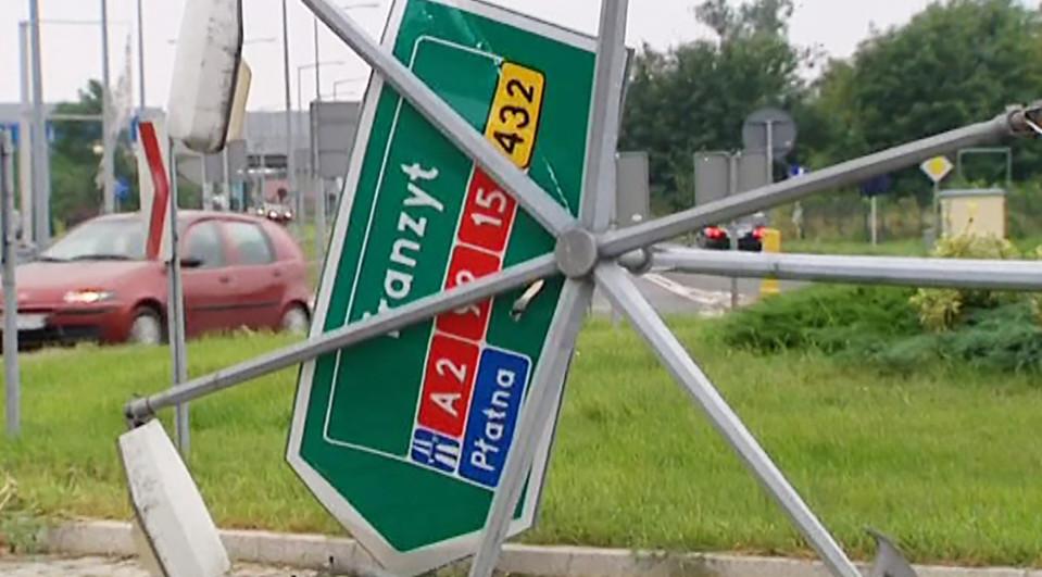 kaatunut liikennemerkki Puolassa