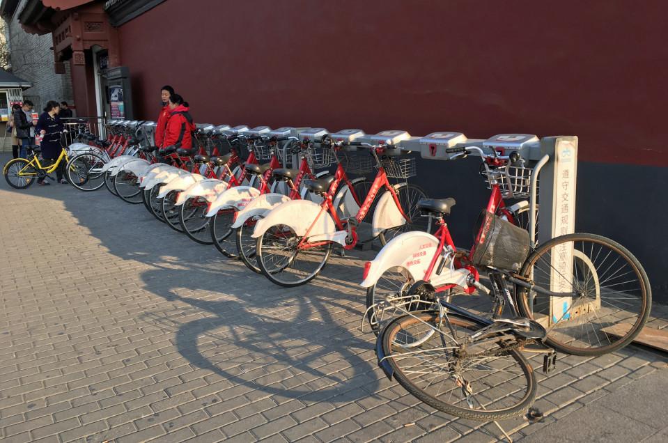 Pekingin kunnalliset kaupunkipyörät eivät kelpaa enää kenellekään, koska ne pitäisi palauttaa tiettyihin pyörätelineisiin