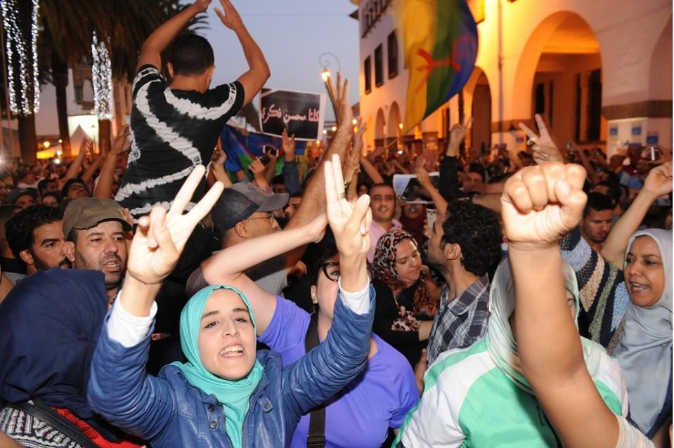 Marokkolaisia kokoontui tukimielenosoituksiin kalakauppiaan kuoleman jälkeen Rabatissa ensi kerran lokakuussa 2016