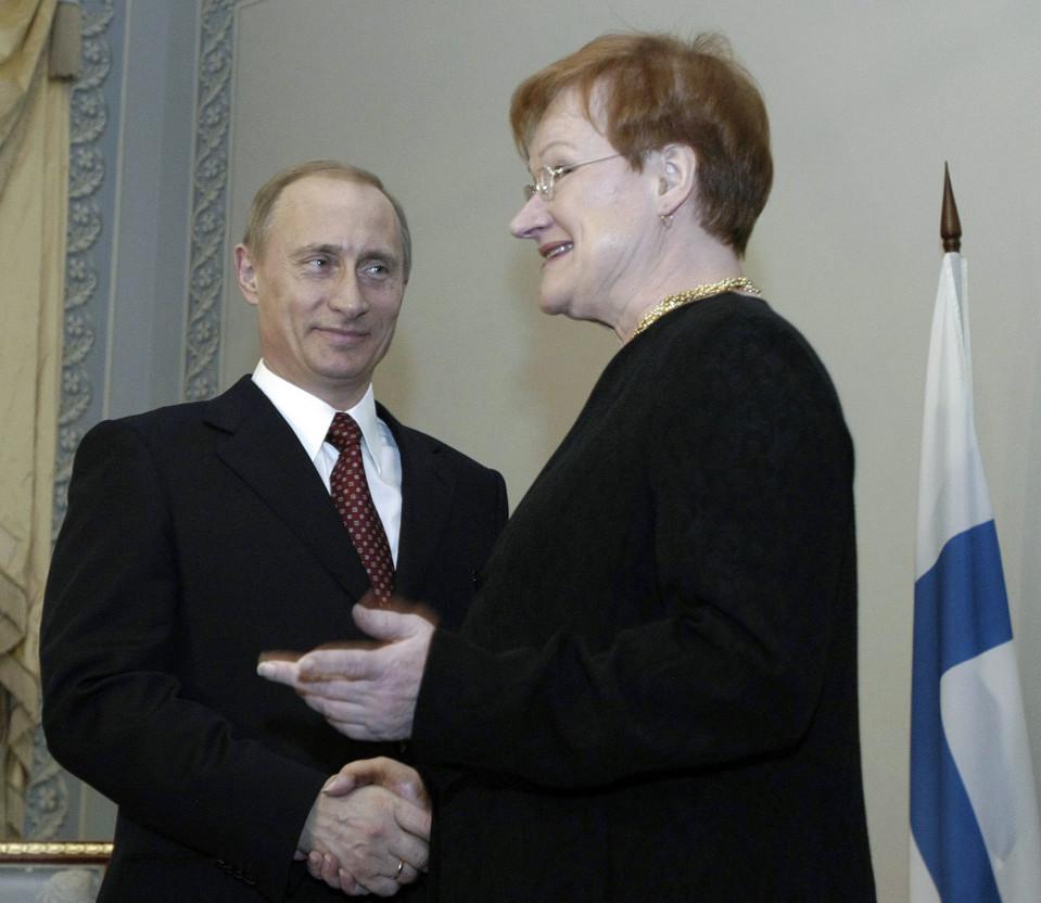 Tarja Halonen ja Vladimir Putin Pietarissa 14.12.2004.
