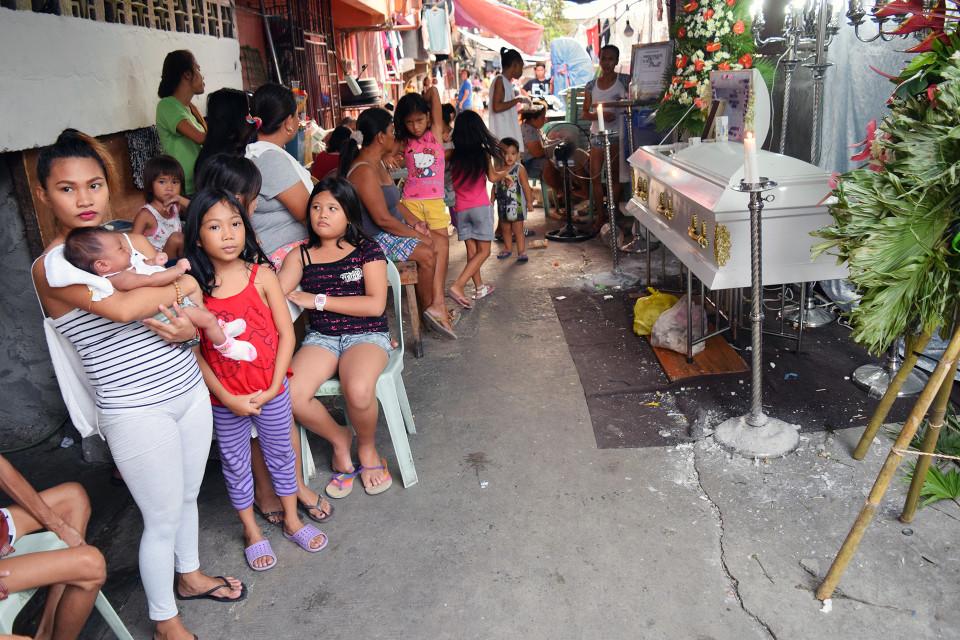 Hautajaiset Filippiinien Santa Ninossa.