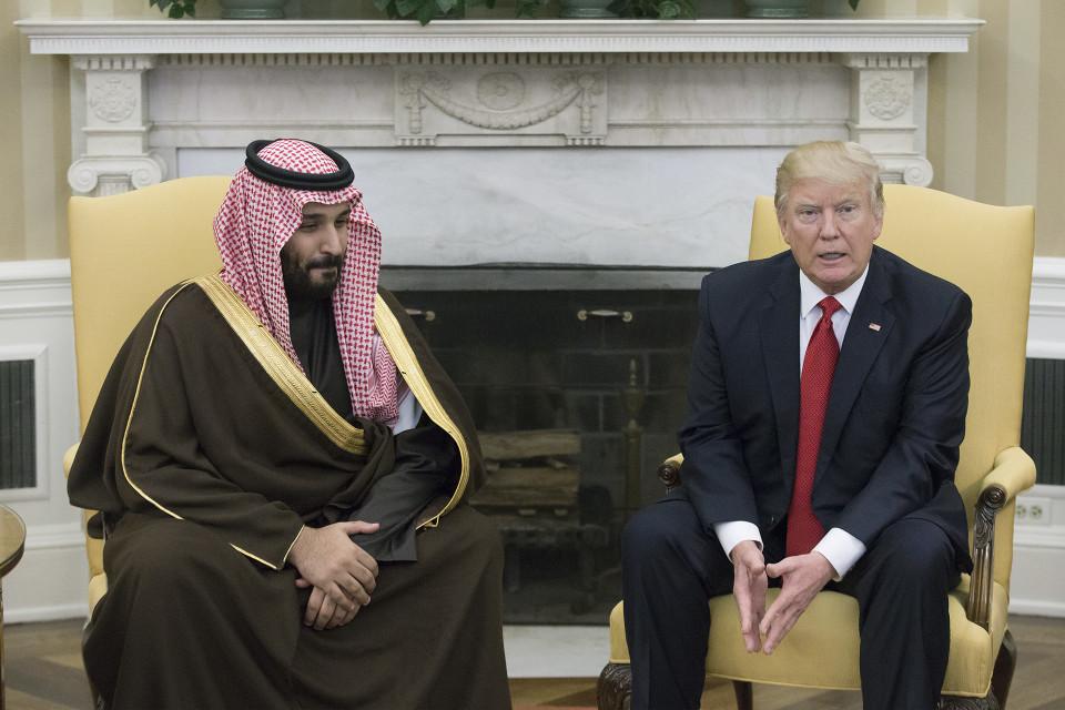 Yhdysvaltain presidentti Donald Trump ja Mohammed bin Salman Valkoisessa talossa.
