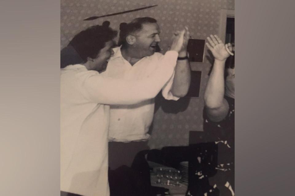 Vanha kuva jossa Magnus Bratten tanssii naisen kanssa.