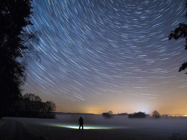 Betelgeuse, la stella sta per esplodere? Un fenomeno visibile dalla terra per settimane, ecco cosa accadrà