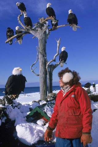 Jean standing outside her RV with her eagles. Thus photo was taken by CARY ANDERSON. I encourage you to buy his biography of Jean. There is a link at the end of this post.