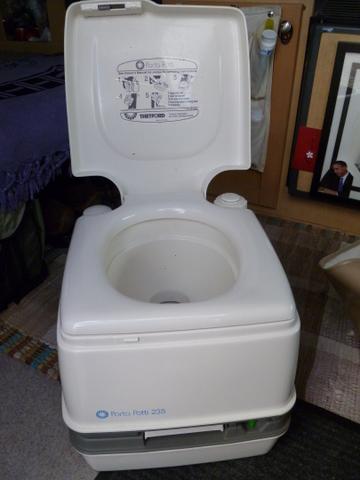 pleasr-thetford-toilet-exp1