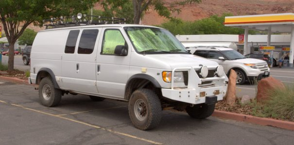 rigs-white-4x4-van