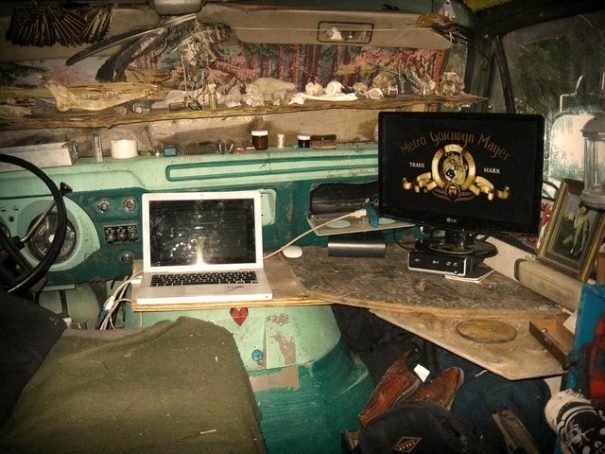 Because the van was now a stationary home, Cud removed both front seats and made use of the space.