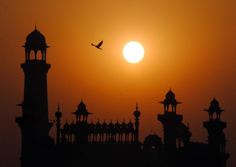 Photo taken on Feb. 20, 2012 shows the view of sunset in eastern Pakistan's Lahore. [Xinhua/Jamil Ahmed]