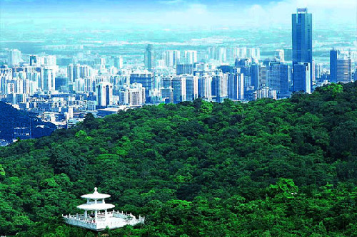 Baiyun Mountain is a household scenic spot in Guangzhou, which attracts over 20 million visitors every year. [gz.gov.cn]