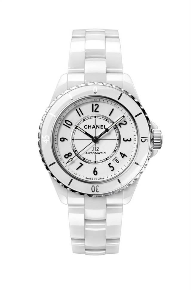 香奈兒J12白色精密陶瓷腕表,18萬5000元。(CHANEL提供)