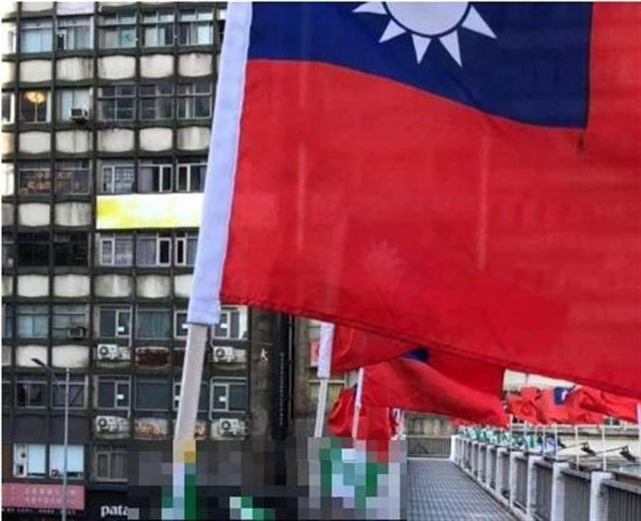 國旗旁看到「這支」庶民氣炸:寄生蟲