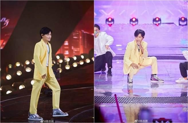 陳志朋穿黃色寬鬆西裝,在舞台上勁歌熱舞。(圖/取材自陳志朋微博)