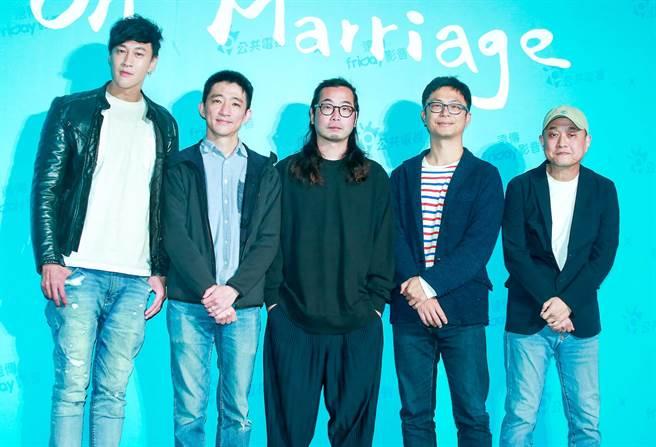 何潤東、徐漢強、許富翔、高炳權、鄭文堂五位導演出席公視《你的婚姻不是你的婚姻》劇集記者會。(粘耿豪攝)