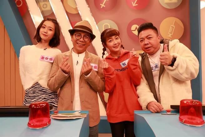 姜依倫(左起)、許傑輝、籃籃、董至成開心同框。(民視提供)