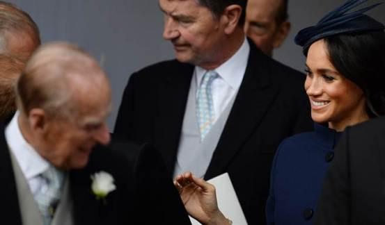 梅根故意不参加菲利普的葬礼,最终揭示了真正的原因。