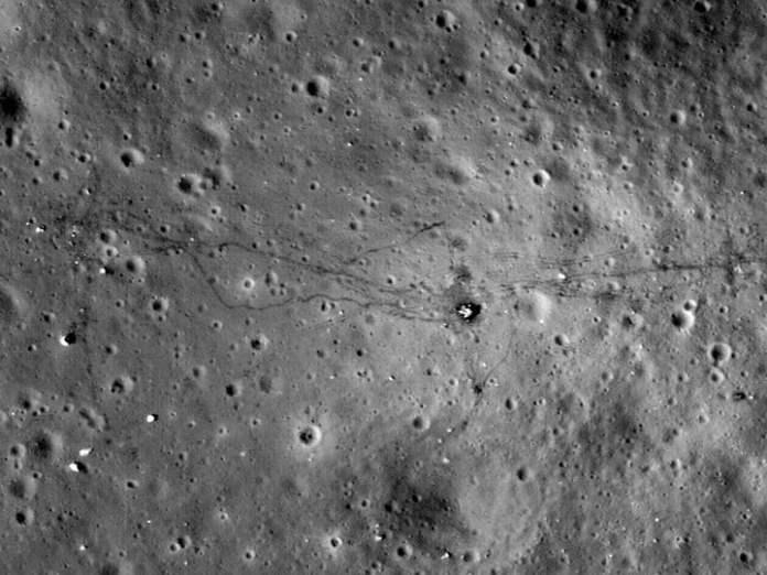 La superficie de la luna, con una imagen satelital.