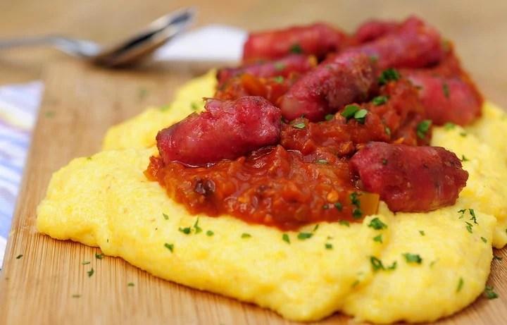 Receta de polenta con salchicha parrillera.