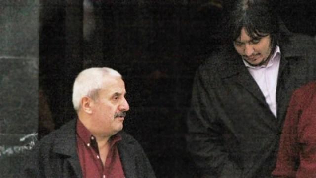 Osvaldo Sanfelice y Máximo salen juntos del Mausoleo donde está el cuerpo de Néstor Kirchner. Foto Archivo Clarín
