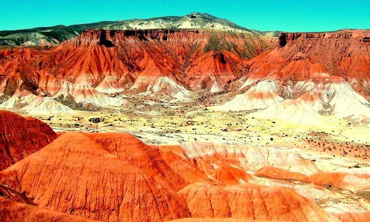 El recorrido se inicia en el poco conocido Valle de la Luna de Jujuy.