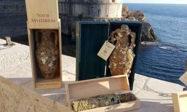 Un buzo desarrolló un curioso método para añejar vino en el fondo del mar
