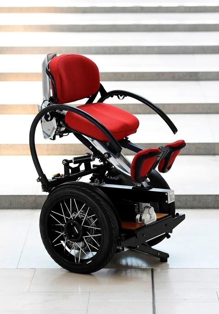 Diseñan una innovadora silla de ruedas: tiene dos ruedas y es ergonómica