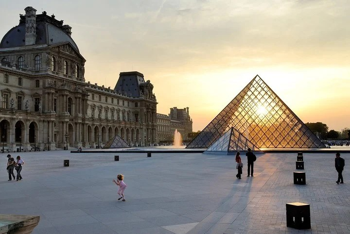 The pyramid of the Louvre Museum Paris appears in the Netflix series Lupine.