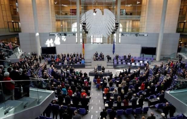 El presidente alemán propone a Angela Merkel oficialmente como candidata a canciller